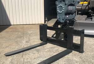 Pallet fork attachments to suit excavators