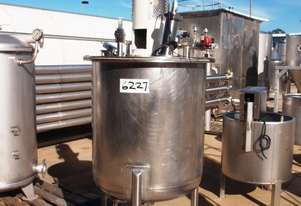 Stainless Steel Mixing Tank (Vertical), Capacity: 300Lt