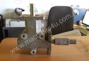 RIGHT ANGLE GEAR BOX