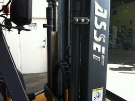 2500KG Ride On Diesel - 3000mm Mast - picture3' - Click to enlarge