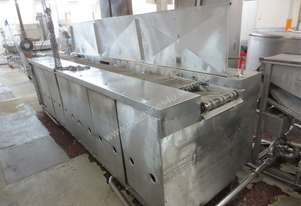 Gas fryer with hold down belt
