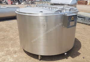 STAINLESS STEEL TANK, MILK VAT 2200 LT