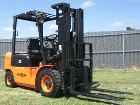 Everun FD25 - 2500kg Capacity Diesel Forklift - picture0' - Click to enlarge