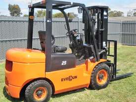 Everun FD25 - 2500kg Capacity Diesel Forklift - picture2' - Click to enlarge