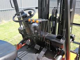 Everun FD25 - 2500kg Capacity Diesel Forklift - picture4' - Click to enlarge