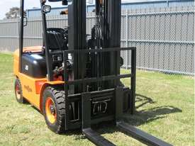 Everun FD25 - 2500kg Capacity Diesel Forklift - picture5' - Click to enlarge