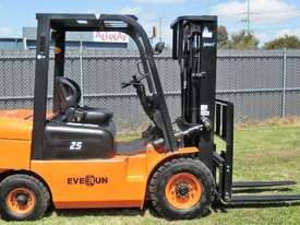 Everun FD25 - 2500kg Capacity Diesel Forklift - picture11' - Click to enlarge