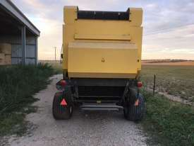 New Holland BR7070 Round Baler Hay/Forage Equip - picture1' - Click to enlarge