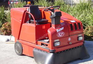 RCM SWEEPER RIDER BATTERY POWERED