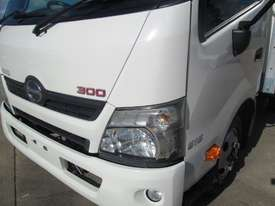 Hino 616 - 300 Series Refrigerated Truck - picture8' - Click to enlarge
