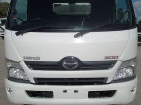 Hino 616 - 300 Series Refrigerated Truck - picture10' - Click to enlarge