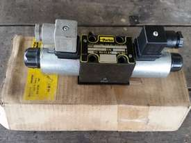 New CETOP3 Control Valve Parker - picture0' - Click to enlarge