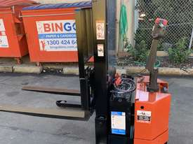 BT Walkie Stacker - Refurbished - picture0' - Click to enlarge