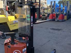 BT Walkie Stacker - Refurbished - picture1' - Click to enlarge