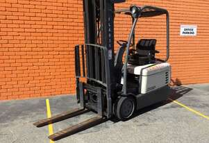 CROWN 1.6TON COUNTERBALANCE ELECTRIC FORKLIFT