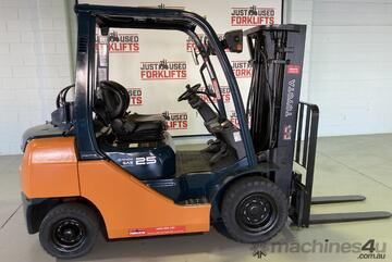 Toyota Container entry forklift