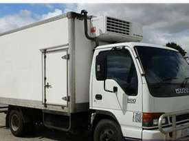 2000 ISUZU NPR 300 Refrigerated