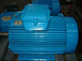 MEZ 50HP 3 PHASE ELECTRIC MOTOR/ 2965RPM - picture1' - Click to enlarge