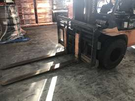 Toyota 5 Ton Forklift - picture2' - Click to enlarge