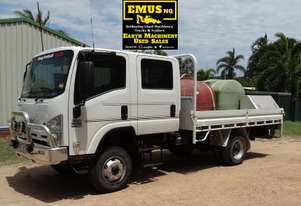 2009 Isuzu 7seats, 4x4, tray back truck, low km's. EMUS NQ