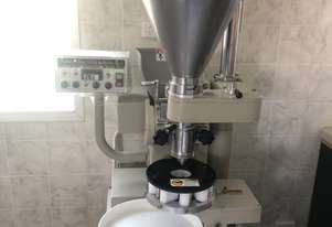Encrusting machine for bakery or confectionery