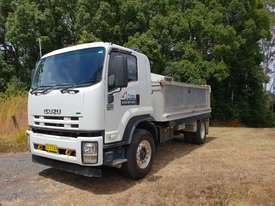 Isuzu FVR1000 TIPPER 12 MONTHS REGO - picture0' - Click to enlarge