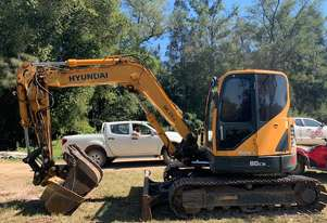 Hyundai R80-9 excavator with air con ROPS, quick hitch, tilt, GP and trench buckets 3000 hours
