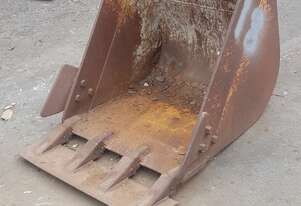 5 Tonne 700mm GP Bucket with Edge welded under teeth. In good used condition.  6 month warranty