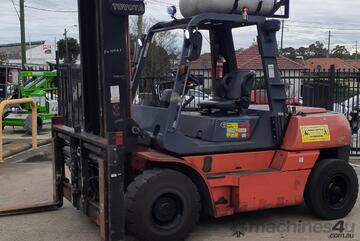 Toyota 7FG70 7 Ton forklift for sale 2.4m long tynes Side shift & Hydraulic forks 5.5m mast