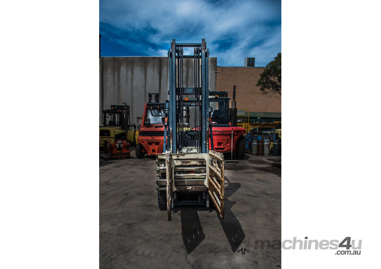 HIRE or SALE - Nissan 2.5 tonne forklift with a wool bale clamp