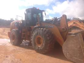 Case 1121F Loader - picture0' - Click to enlarge