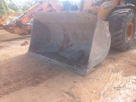 Case 1121F Loader - picture1' - Click to enlarge