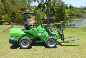 2014 Avant 745 Mini Loader with 440 hours.