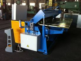 SM-FHPB2506CNC2 2500mm CNC2 Foldmaster - picture4' - Click to enlarge