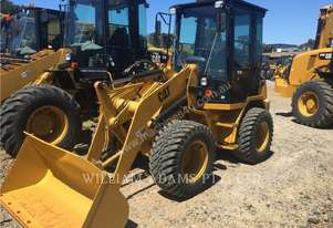 CATERPILLAR 902B Wheel Loaders integrated Toolcarriers