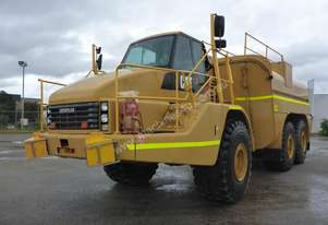 2005 Caterpillar 740 6x6 Articulated Water Cart - In auction