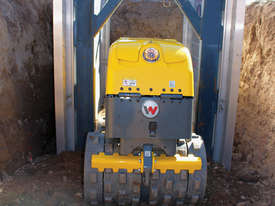 Remote controlled trench roller - picture2' - Click to enlarge