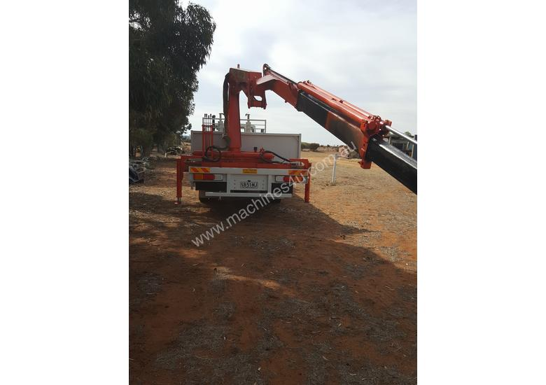 Crane truck long bed tray
