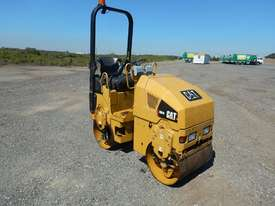 2009 CAT CB14 Double Drum Vibrating Roller - picture3' - Click to enlarge