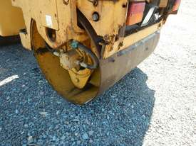 2009 CAT CB14 Double Drum Vibrating Roller - picture6' - Click to enlarge