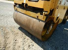 2009 CAT CB14 Double Drum Vibrating Roller - picture7' - Click to enlarge