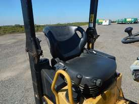 2009 CAT CB14 Double Drum Vibrating Roller - picture10' - Click to enlarge