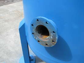 Large Vertical Standing Air Compressor Receiver Tank - 2900L - picture1' - Click to enlarge