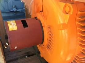 250 kw 330 hp 4 pole 415 volt WEG IP66 AC Electric Motor - picture0' - Click to enlarge