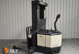 Used Crown Walkie Reach Truck Container Mast 4370mm Lift Height 1.5 Tonne Capacity