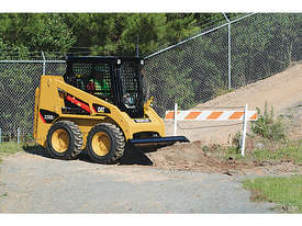CATERPILLAR 226B SERIES 3 SKID STEER LOADER - picture2' - Click to enlarge