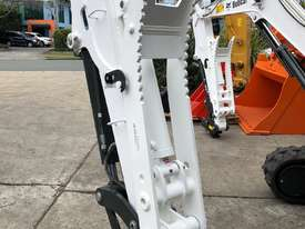 5 Tonne Hydraulic Thumb Bracket style - picture0' - Click to enlarge