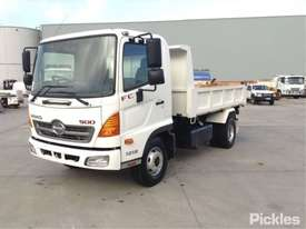 2010 Hino FC500 1018 - picture2' - Click to enlarge