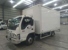 Isuzu NPR200M - picture1' - Click to enlarge
