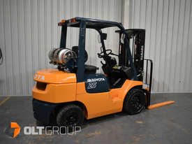 Toyota 7FG25 2.5 Tonne Forklift LPG Container Mast Sideshift Solid Tyres Low Hours - picture1' - Click to enlarge